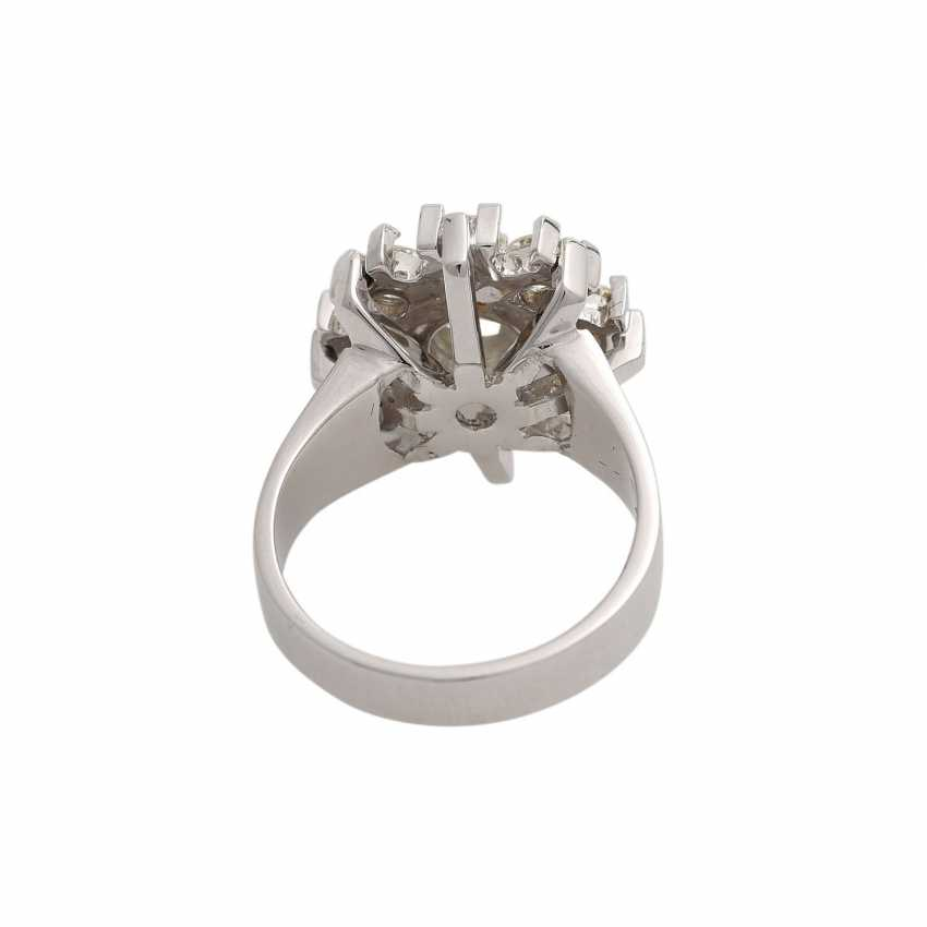 Ring with 9 brilliant-cut diamonds, together approx. 2,1 ct, WHITE-GW/VS, - photo 4