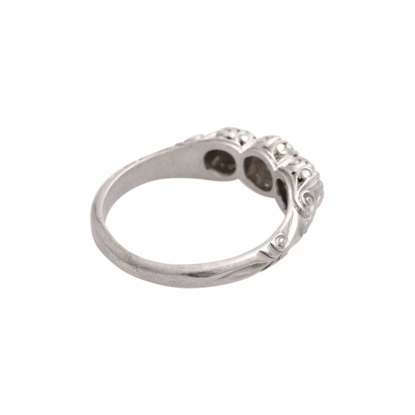 Ring with 3 diamonds, together approx 0,45 ct, HFW-WHITE (E-H)/VS, - photo 3