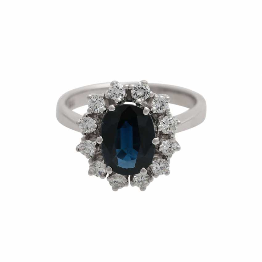 Sapphire ring with brilliant wreath - photo 1