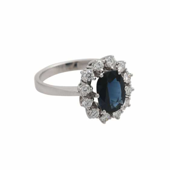 Sapphire ring with brilliant wreath - photo 2