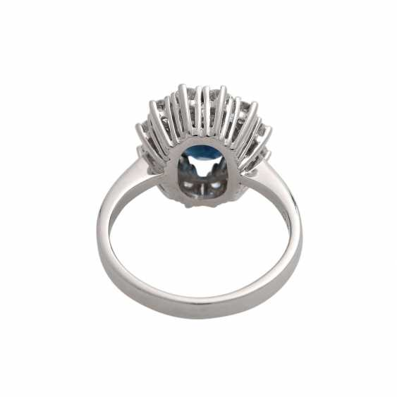 Sapphire ring with brilliant wreath - photo 4