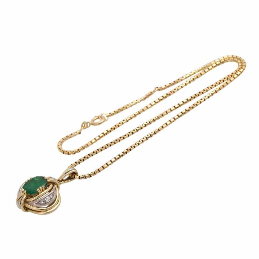 Emerald pendant with diamond trim - photo 3