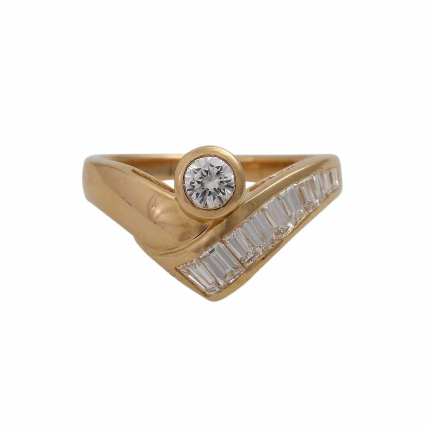 Ring with 1 diamond and 10 diamonds in the Baguette/trapeze cut, - photo 1