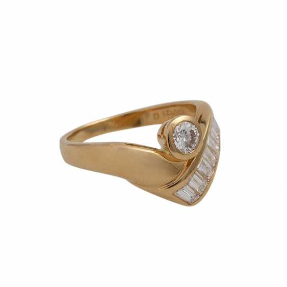 Ring with 1 diamond and 10 diamonds in the Baguette/trapeze cut, - photo 2