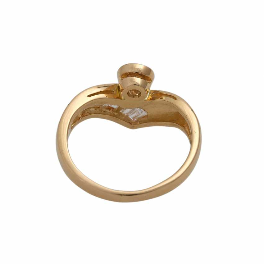Ring with 1 diamond and 10 diamonds in the Baguette/trapeze cut, - photo 4