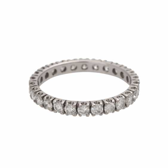 Eternity ring with 26 brilliant-cut diamonds - photo 2
