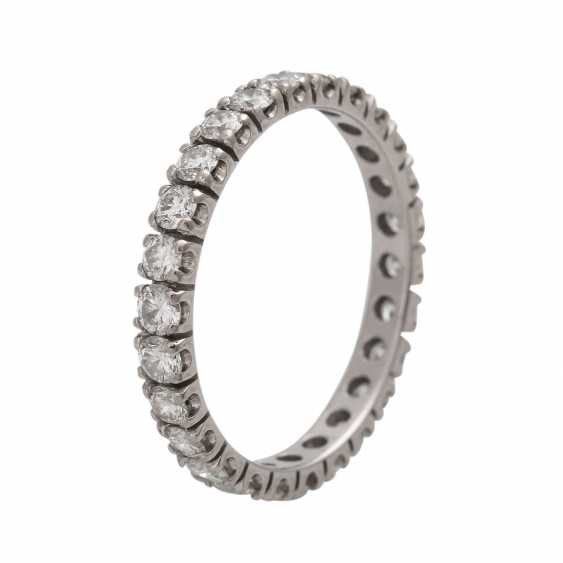 Eternity ring with 26 brilliant-cut diamonds - photo 4
