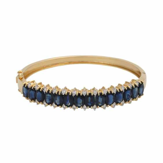 Bangle bracelet with 14 sapphires, together CA. 10,5 ct and 26 brilliant-cut diamonds, together CA. 0,40 ct, - photo 1