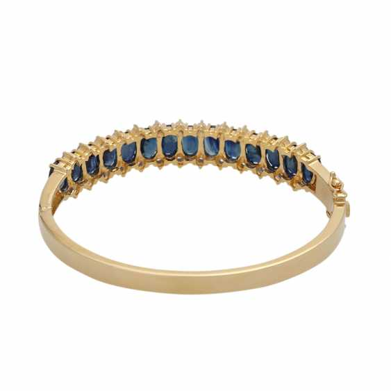 Bangle bracelet with 14 sapphires, together CA. 10,5 ct and 26 brilliant-cut diamonds, together CA. 0,40 ct, - photo 3