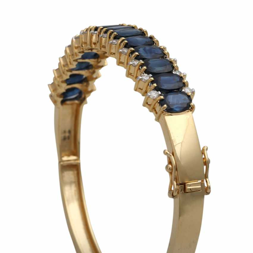 Bangle bracelet with 14 sapphires, together CA. 10,5 ct and 26 brilliant-cut diamonds, together CA. 0,40 ct, - photo 4