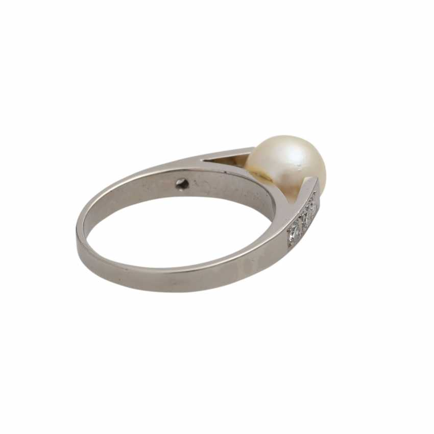 Ring with Akoya pearl and diamonds - photo 3