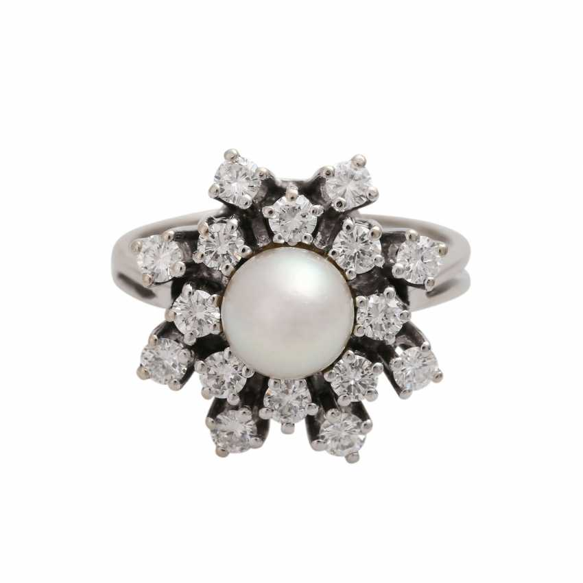 Ring with pearl and diamonds together approx 0.89 ct - photo 1