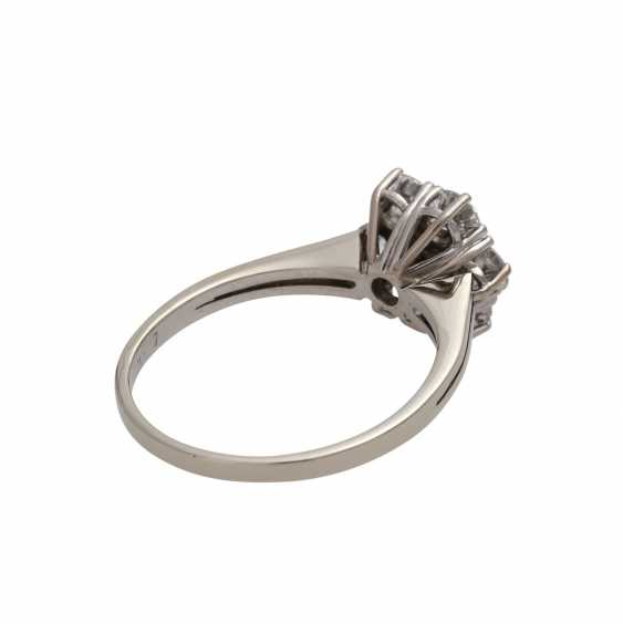 Ring with brilliant-cut diamonds together approximately 1.1 ct, - photo 3
