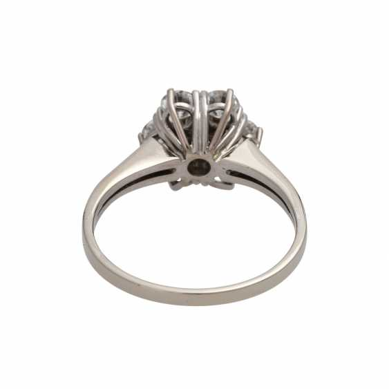 Ring with brilliant-cut diamonds together approximately 1.1 ct, - photo 4