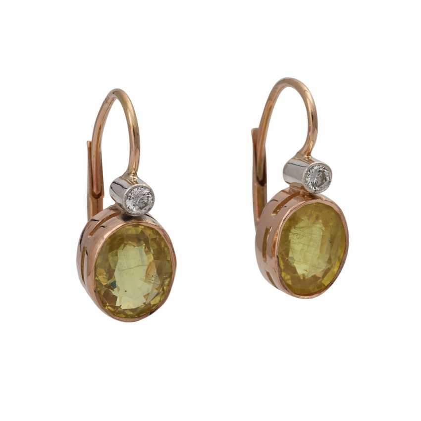 Pair of drop earrings with yellow sapphires together approximately 3 ct, - photo 1