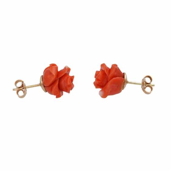 Pair of stud earrings made of precious coral, - photo 2