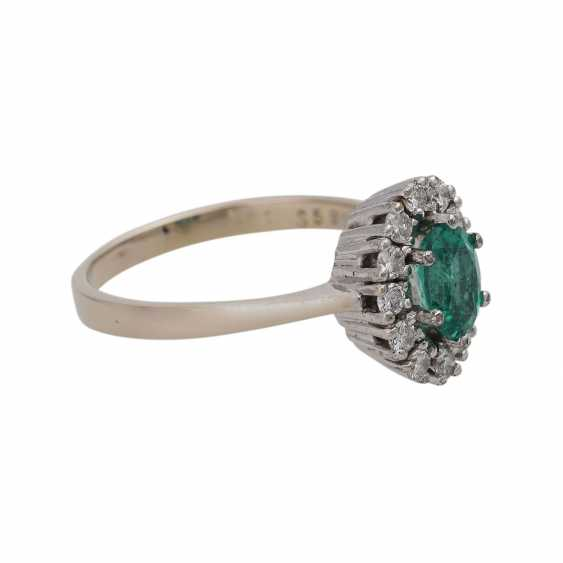 Ring with emerald and diamonds - photo 2