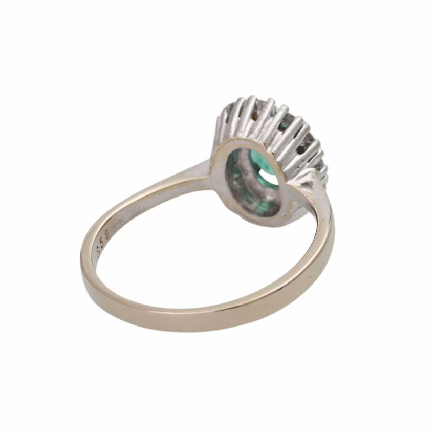Ring with emerald and diamonds - photo 3