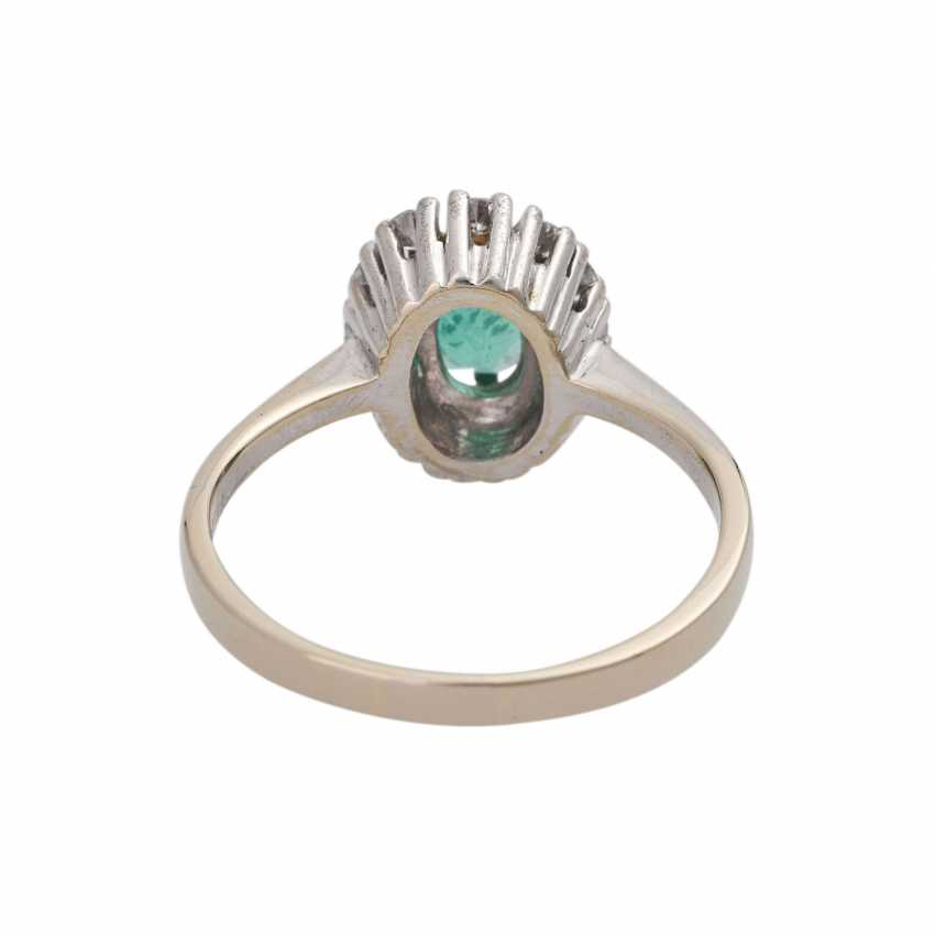 Ring with emerald and diamonds - photo 4