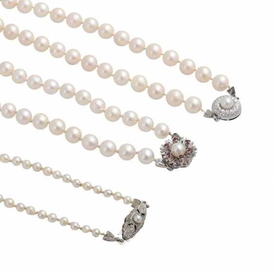 3 necklaces of Akoya cultured pearls - photo 5