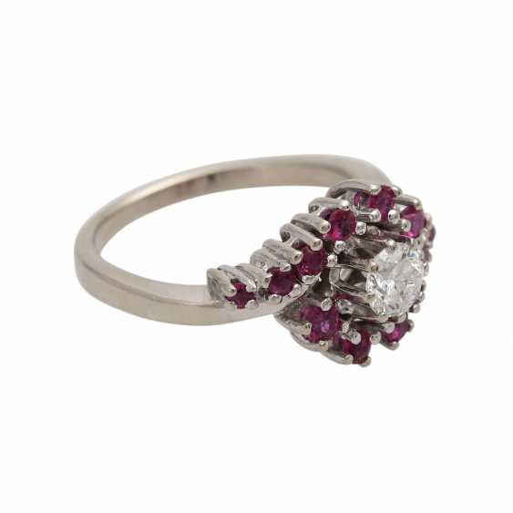 Ring with rubies and brilliant of approximately 0.4 ct, - photo 2