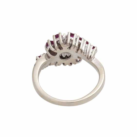 Ring with rubies and brilliant of approximately 0.4 ct, - photo 4