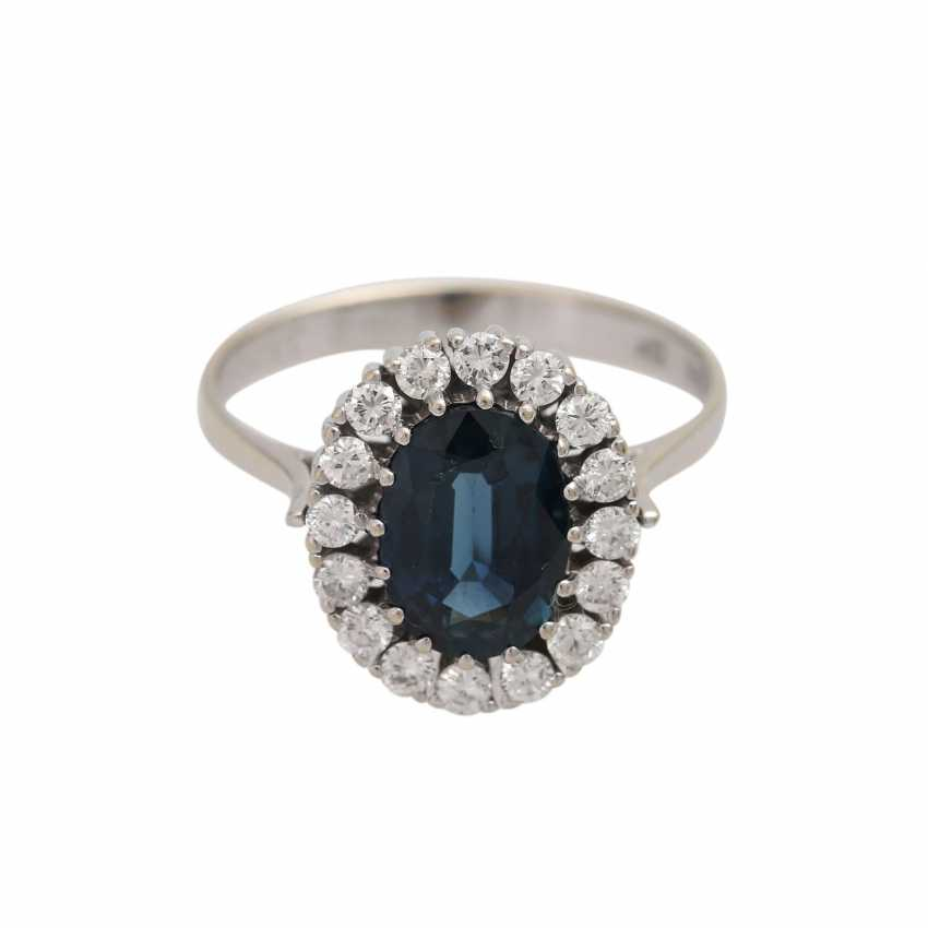 Ring with a large sapphire and diamonds - photo 1