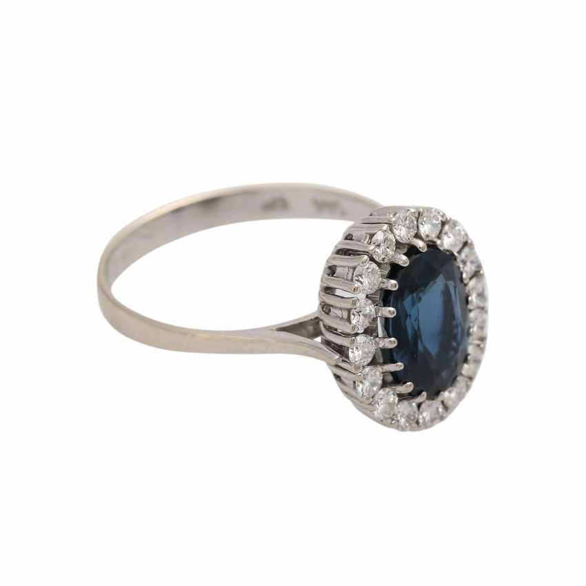 Ring with a large sapphire and diamonds - photo 2