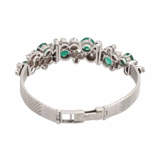 Bracelet with 6 emeralds, together CA. 4 ct and 30 brilliant-cut diamonds, together approx 2.2 ct, - photo 3