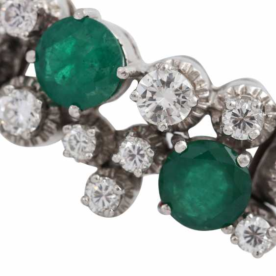 Bracelet with 6 emeralds, together CA. 4 ct and 30 brilliant-cut diamonds, together approx 2.2 ct, - photo 4