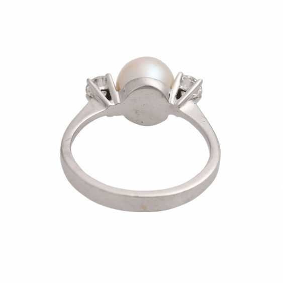 Ring with pearl and diamonds together approx 0.2 ct, - photo 4