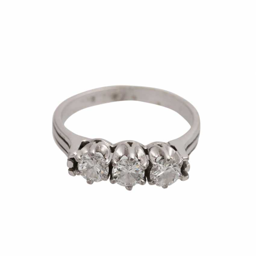 Ring with 3 diamonds together approx 0.6 ct, - photo 1