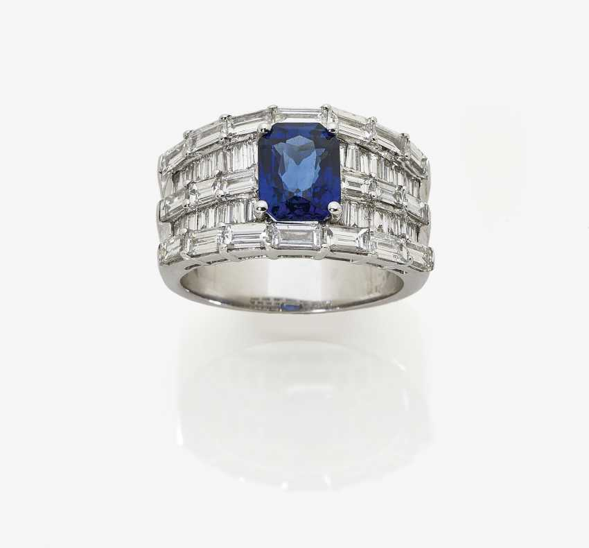 Cocktail ring with sapphire and baguette-cut diamonds. Germany, 1990s-2000s - photo 1