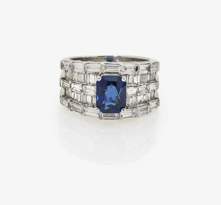 Cocktail ring with sapphire and baguette-cut diamonds. Germany, 1990s-2000s - photo 2