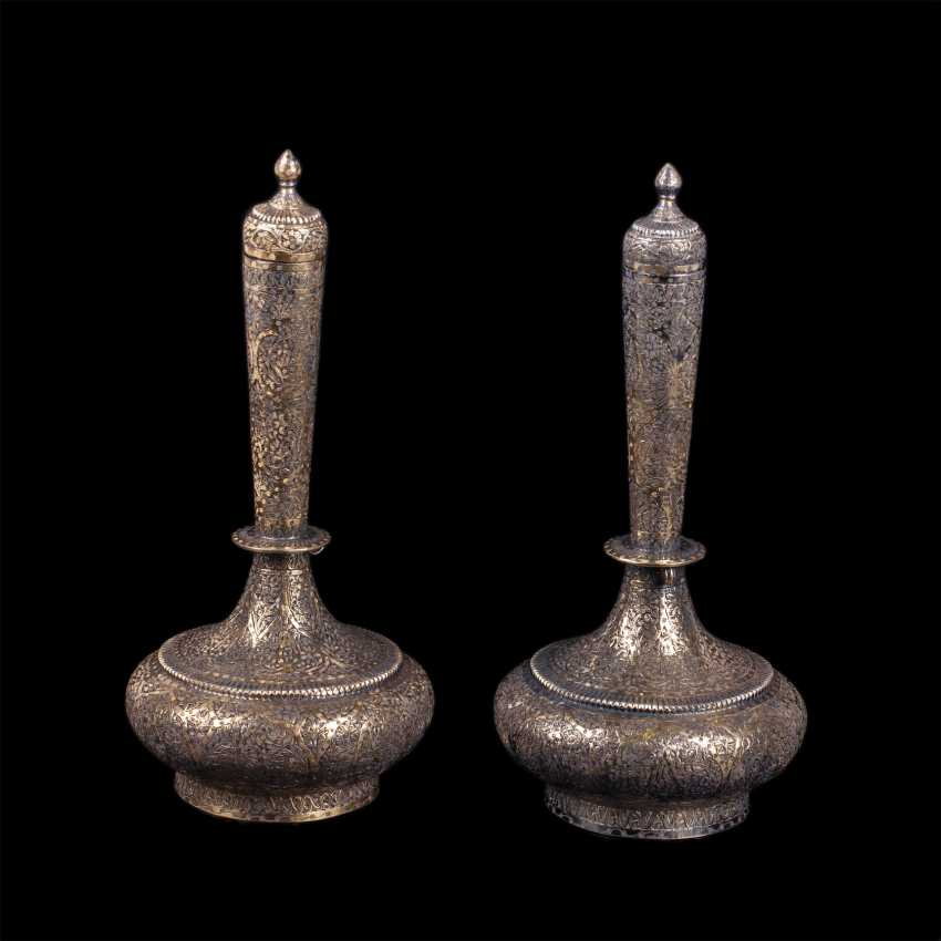 A pair of silver Indian vessels - photo 1