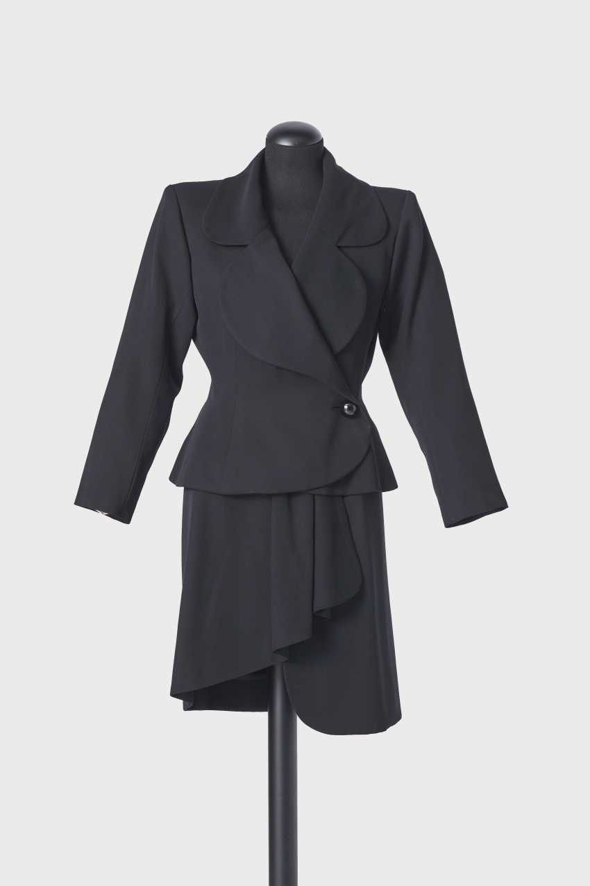 7178e555cf5 Lot 121. Kostüm, 2 - teilig. Yves Saint Laurent für Yves Saint ...