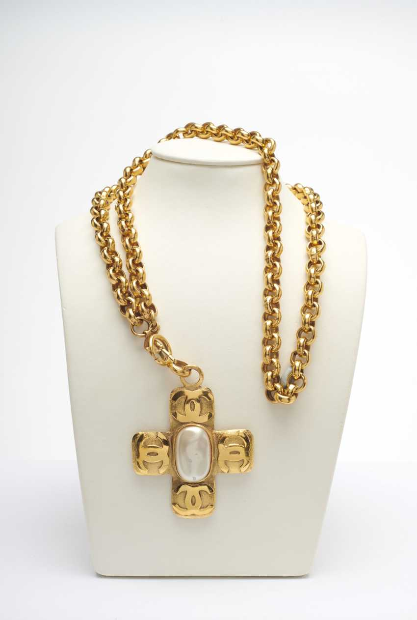 Necklace with a pendant. Karl Lagerfeld for Chanel Boutique, Paris. Collection Prêt-à-Porter to 1994/96 - photo 1