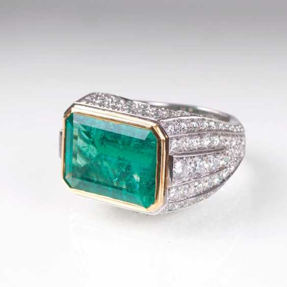 Exceptional emerald Ring with brilliant trim - photo 1