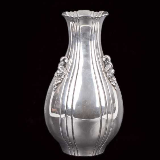Silver vase with floral motifs - photo 1