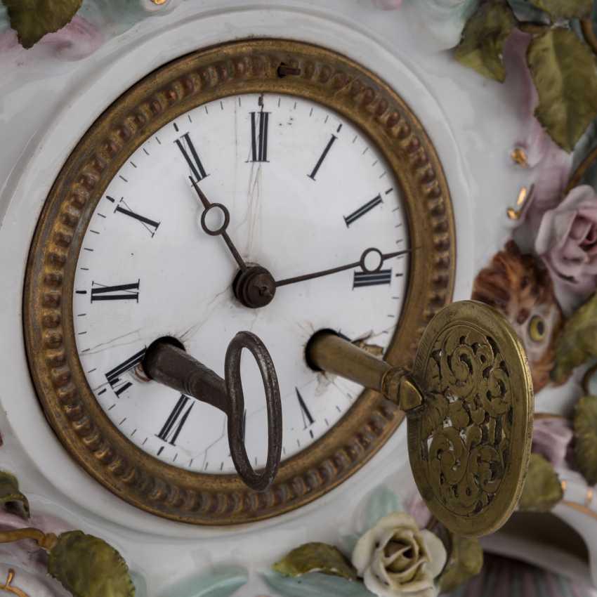 "GEBRÜDER VOIGT porcelain manufactory/Sitzendorf figurine pendulum clock ""allegory of poetry"", 1887-1900. - photo 6"