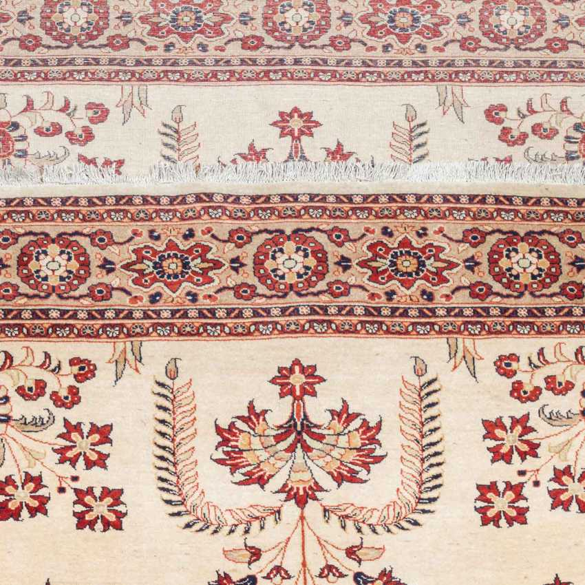 Orientteppich. PERSIEN/ARAK, 20. Jahrhundert, ca. 300x200 cm - Foto 3