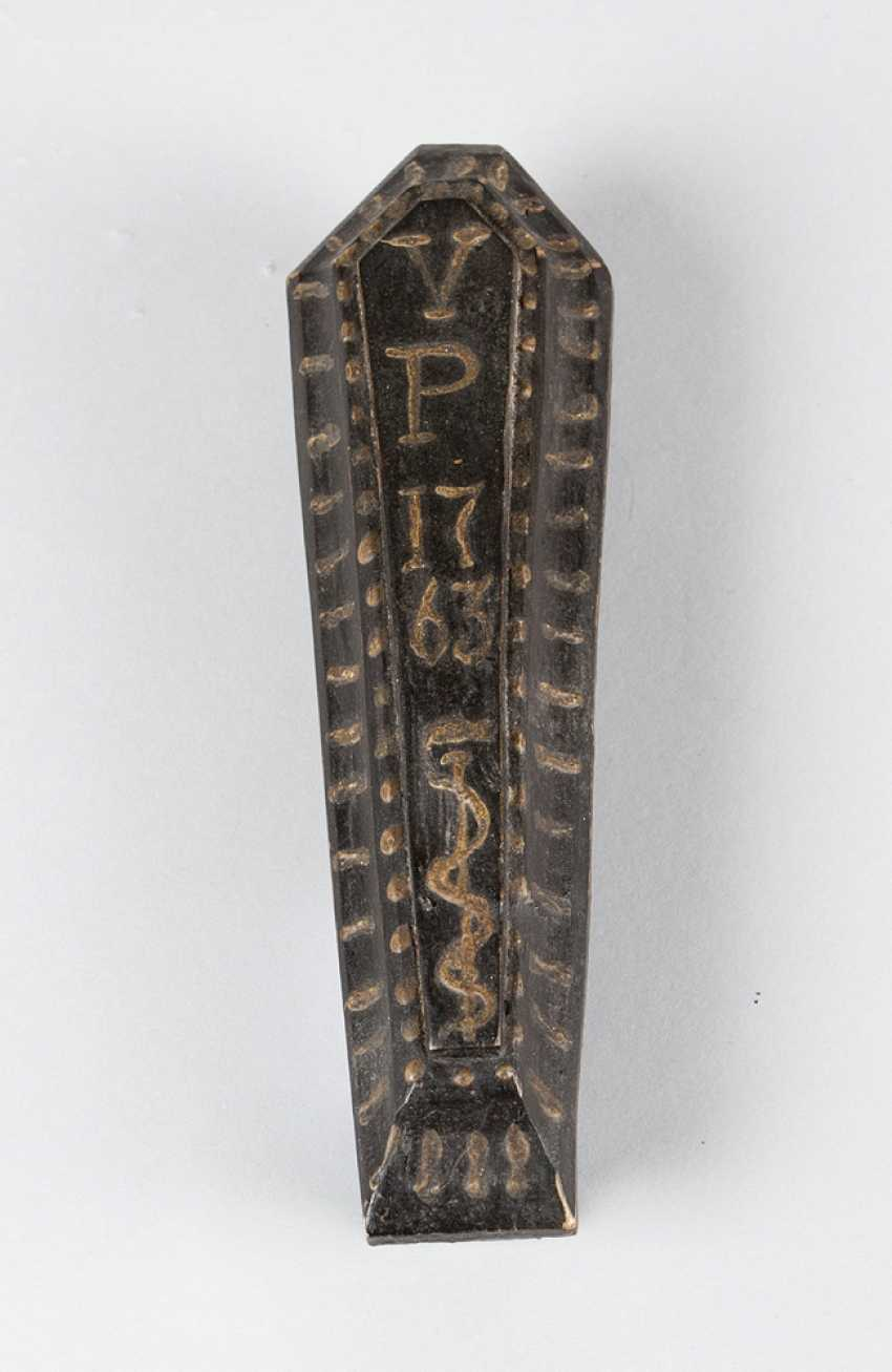 Miniature, Sarcophagus with carved bone skeleton, wood painted, 18./19. century - photo 2