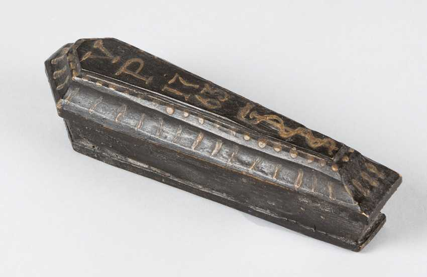 Miniature, Sarcophagus with carved bone skeleton, wood painted, 18./19. century - photo 3
