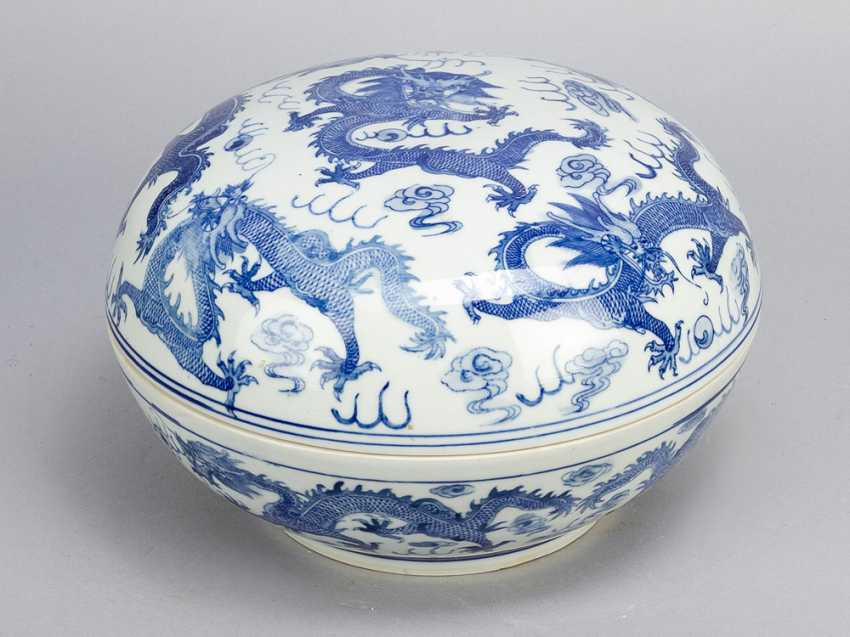 Chinese Porcelain round Box, painted, Qing Dynasty - photo 1