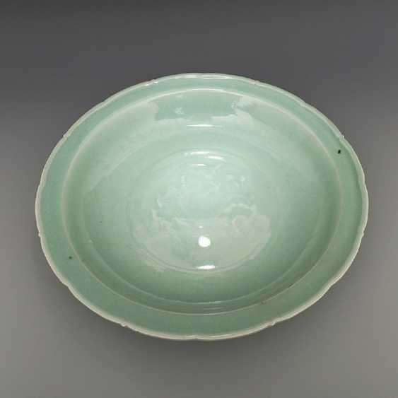 Song Dynasty Longquan Kiln Green glaze Dragon pattern Big plate - photo 2