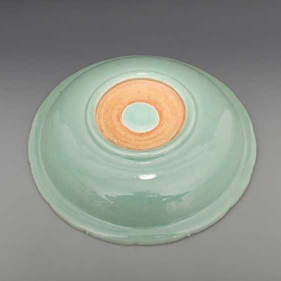 Song Dynasty Longquan Kiln Green glaze Dragon pattern Big plate - photo 3