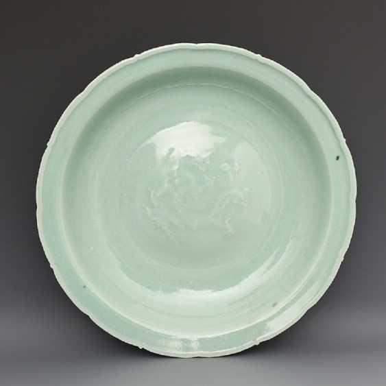 Song Dynasty Longquan Kiln Green glaze Dragon pattern Big plate - photo 4