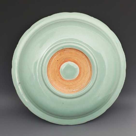 Song Dynasty Longquan Kiln Green glaze Dragon pattern Big plate - photo 6