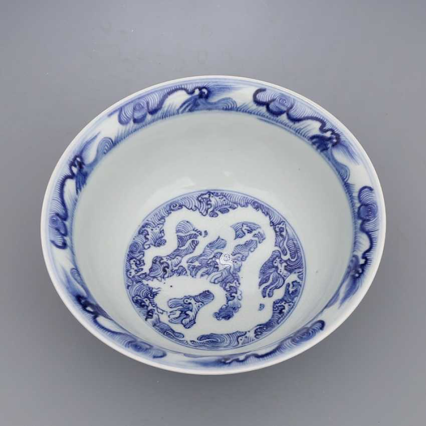 Ming Dynasty blue and white porcelain sea water double dragon bowl - photo 8