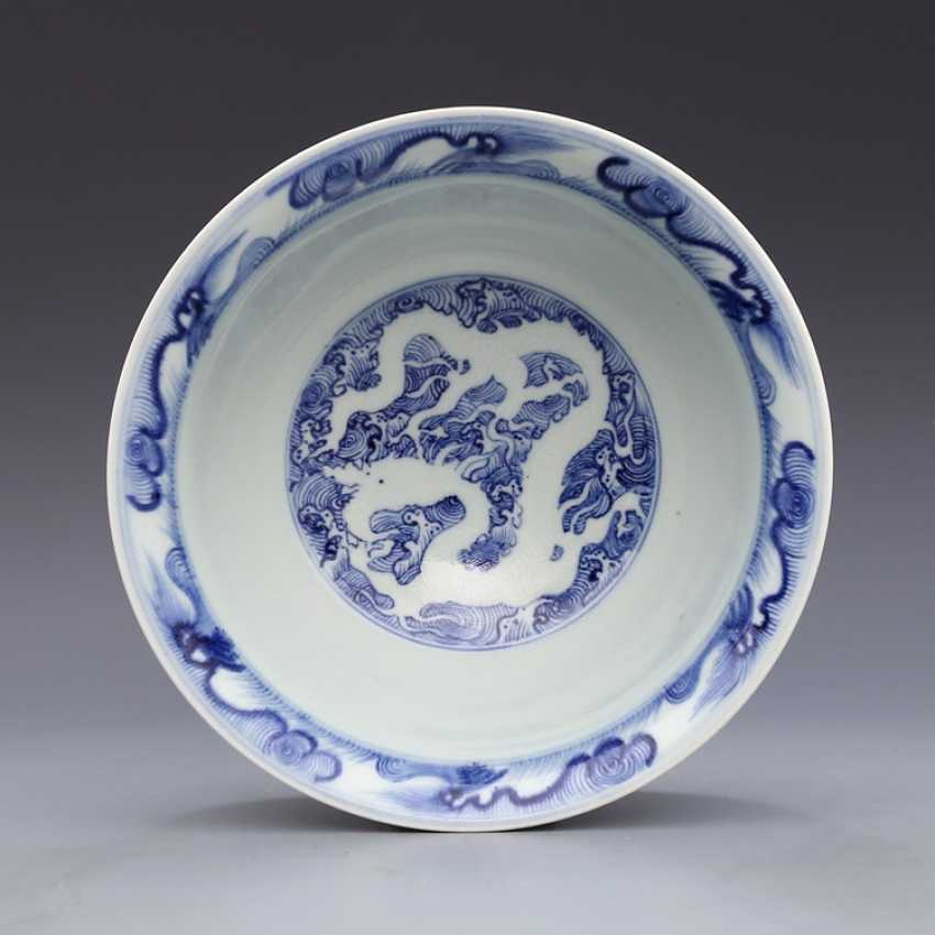 Ming Dynasty blue and white porcelain sea water double dragon bowl - photo 9